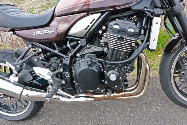 エンジンは水冷だが、空冷を思わせるフィンが刻まれ、クランクケースなどの形状もZ1をモチーフにしている