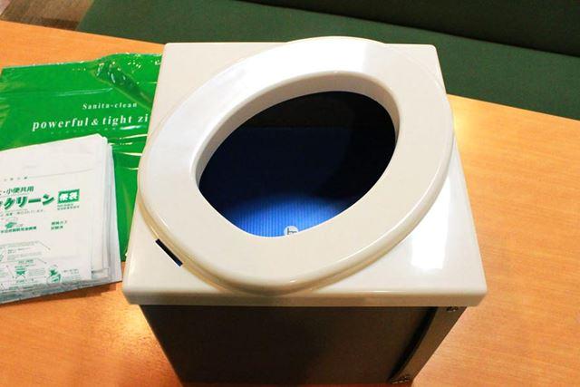 便座をかぶせればかなり本格的な簡易トイレの完成です! トイレのサイズは縦395×横390×厚145mm