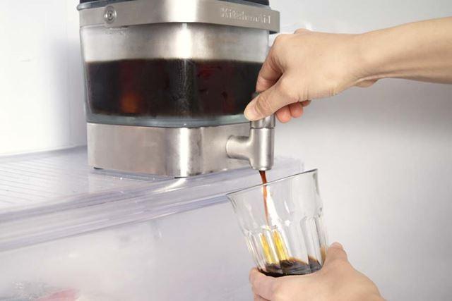 サーバータイプなので、蛇口をひねるだけで冷蔵庫からそのままアイスコーヒーが注げてしまう
