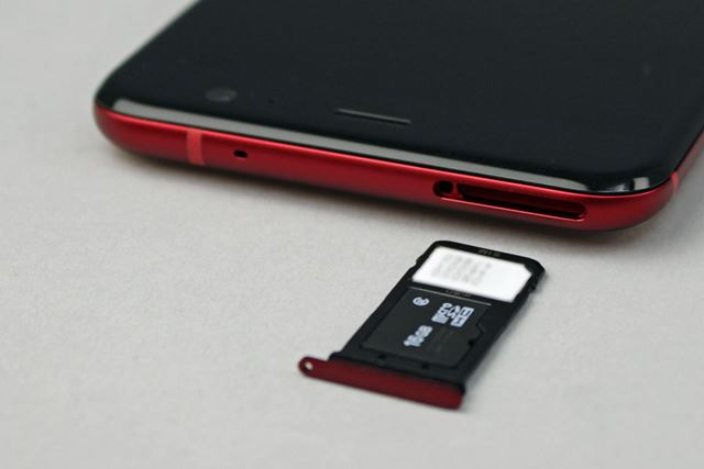 nanoSIMカードスロットを1基搭載。当然DSDSは利用できない