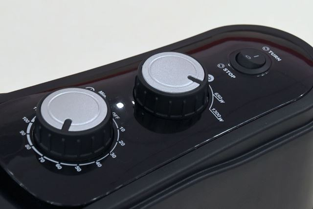 「イージーグリル」はタイマー機能も装備(写真左)