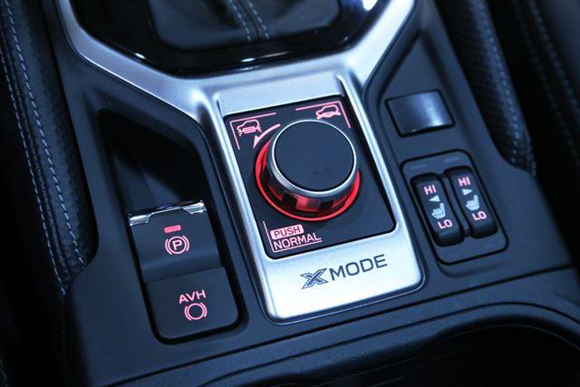 スバル 新型「フォレスター」のセンターコンソールに装備されている「X-MODE」スイッチ