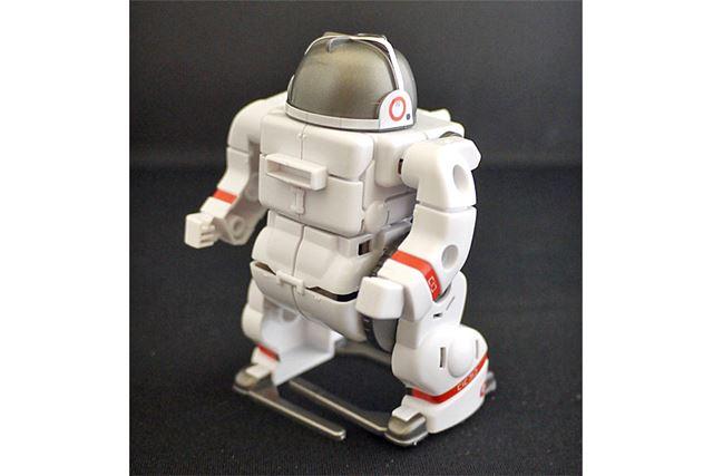 まさに宇宙飛行士! 人型に変形しました。これも脚を可動させて前進します