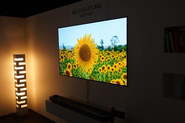 最上位モデルの「OLED W8P」シリーズは77/65インチの2サイズ展開