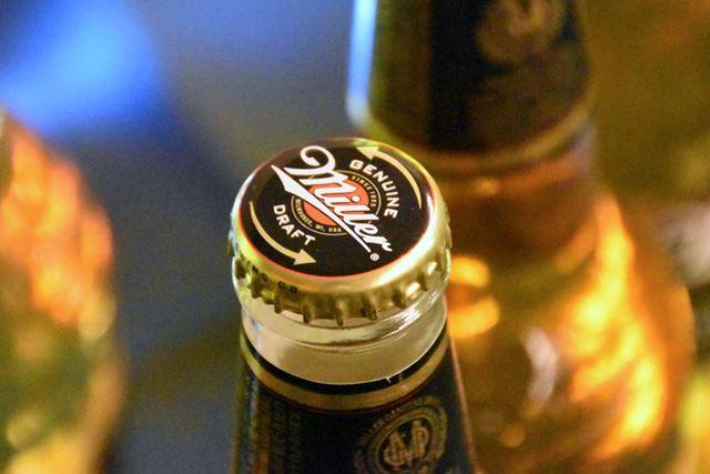 見た目は、栓抜きが必要そうな瓶ビールの王冠