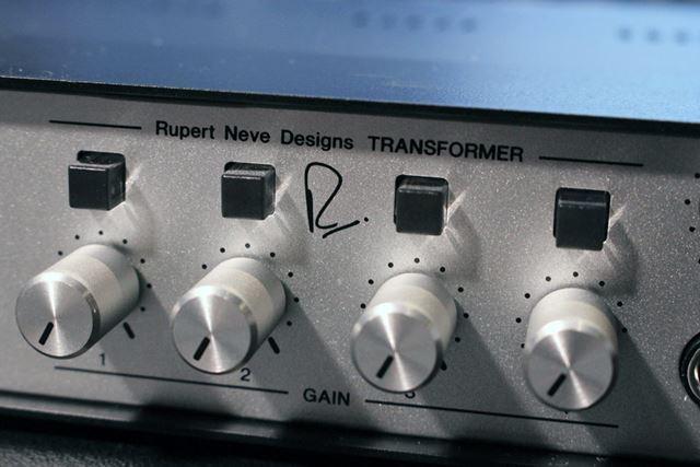 トランスフォーマースイッチでオン/オフを切り替えられる