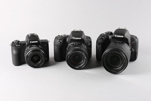 右が一眼レフのKiss X9i、中央がKiss X9、左がミラーレスのKiss M