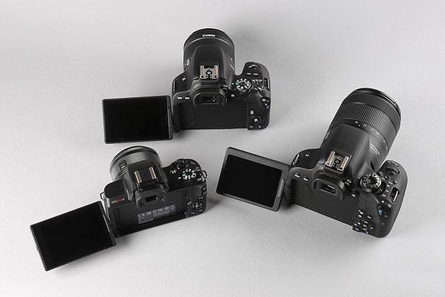 3モデルともタッチ操作対応のバリアングル液晶モニターを採用