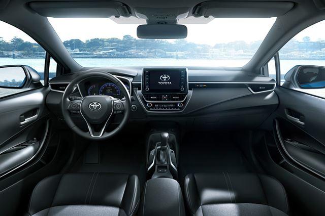 トヨタ 新型「カローラハッチバック」のインテリア