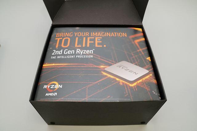 CPU以外の機材は大きめの専用ボックスに収められていた
