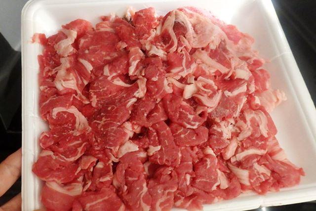 牛肉のこま切れを自動メニューで解凍してみたところ、一部、凍ったままのところが残っていました
