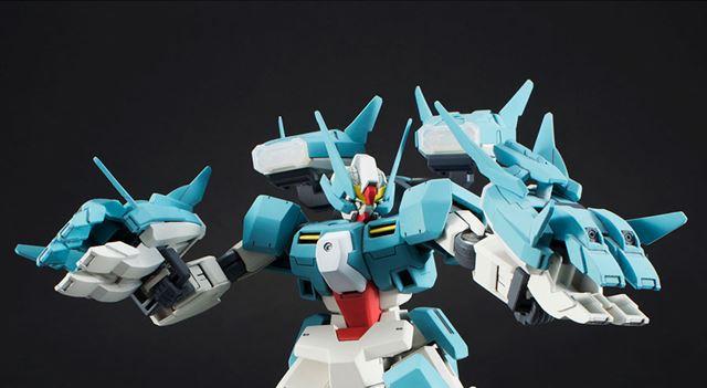 背中と腰に装備された「GNコンテナビーム」は付け替え可能。砲撃形態や腕武装に変形できる