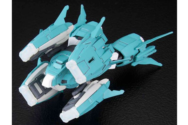 パーツを組み合わせると、小型戦艦のようなMA(モビルアーマー)ができあがる