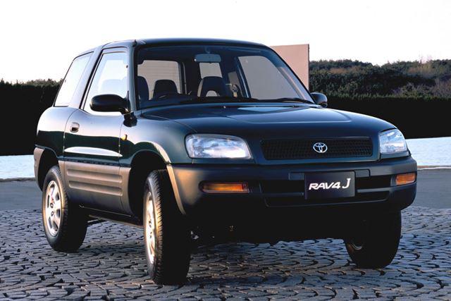 トヨタ「RAV4」1994年に登場した初代モデル。