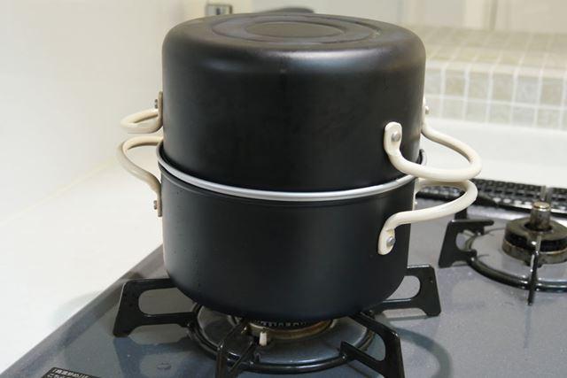 洗った空っぽの鍋をかぶせてそのまま保存。高さが15.5cmあるので、ある程度高さのあるスペースが必要です