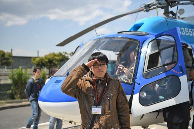搭乗ヘリコプター「ユーロコプター AS355N」の前で記念の1枚