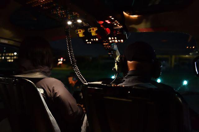 夜の部は、他の参加者と同じ後部座席に登場して撮影させていただいた