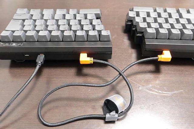さらに左右のキーボードもUSBケーブルで接続して完成!