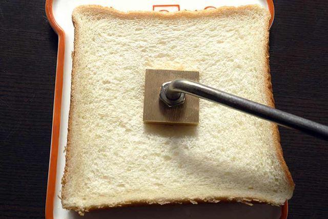 まずは食パン