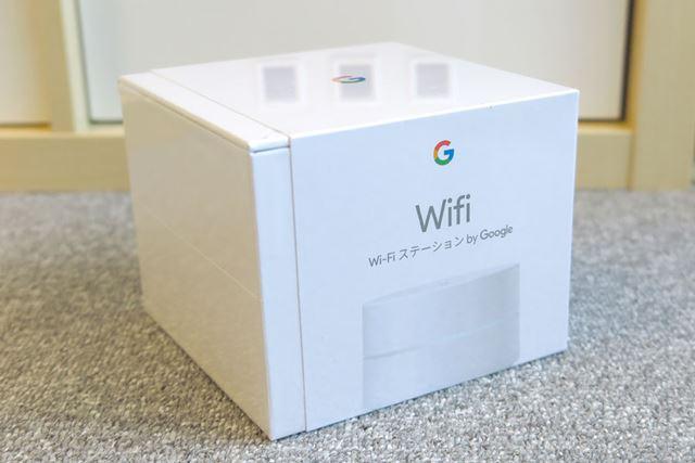 おしゃれな化粧箱に入っているGoogle Wifi