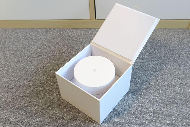 ホワイトの丸いボディは、同社のスマートスピーカー「Google Home」風