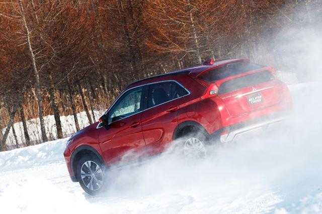 三菱「エクリプスクロス」の雪上走行イメージ