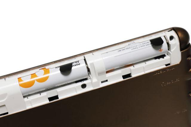 「EX-word」は、海外でも入手しやすい単3形電池駆動なのがメリット