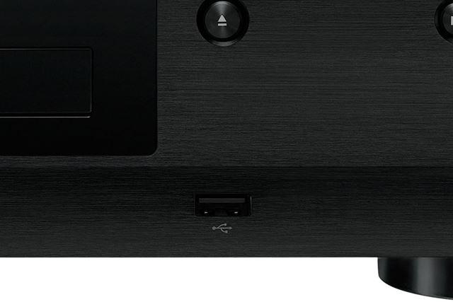 フロントパネルのイジェクトボタンの下部に設けられたUSB入力端子