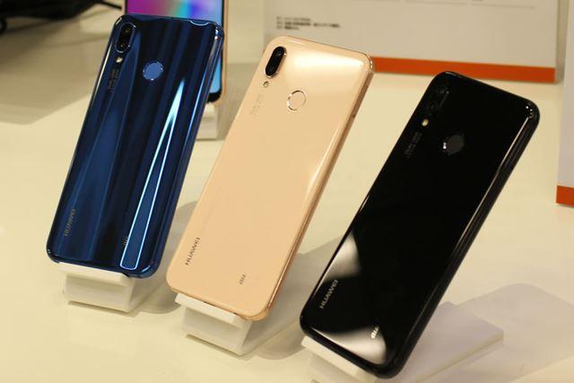 カラーバリエーションは、左からクラインブルー、サクラピンク、ミッドナイトブラックの3色