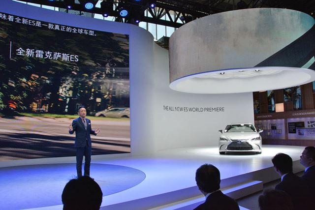 北京モーターショー2018で世界初公開された、レクサス 新型「ES」