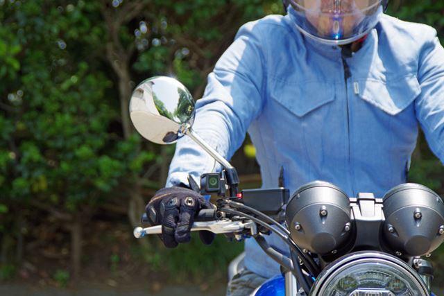 筆者は毎日バイクで通勤しているので、昼間と夜間、旅ドラレコを付けて走行しました