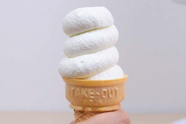 バニラソフトクリームの完成! さあ、さっそく試食してみよう……