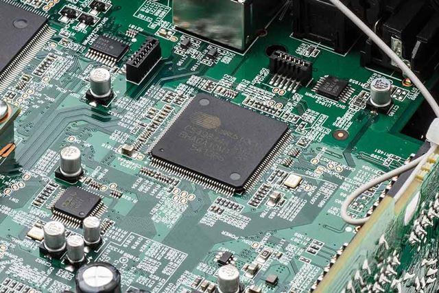 DSP部も従来と同じで、シーラスロジック製のクアッドコアDSP「CS49844A」を採用し、処理能力を高めている