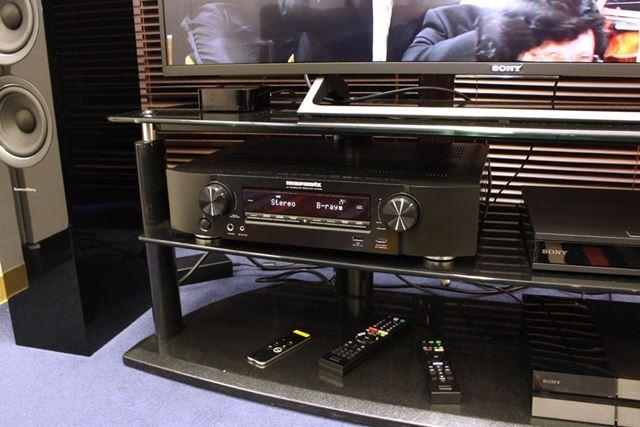 """テレビラックに収まるスリムさ。リビングの""""高音質AVセンター""""として活用できるスペックだ"""