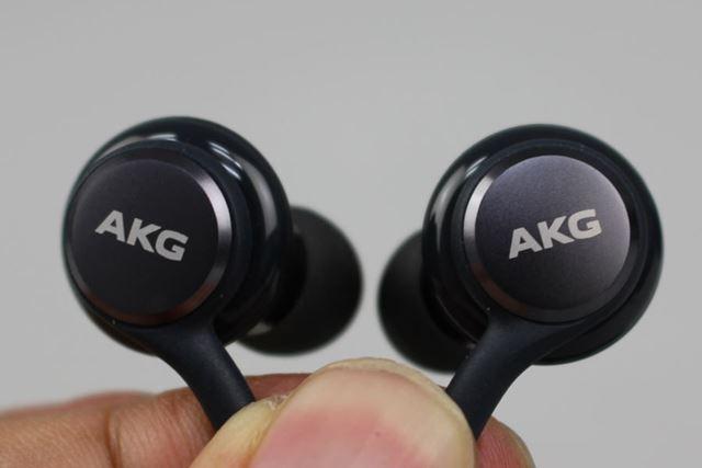 同梱されるAKG製のハイレゾ対応カナル型イヤホン