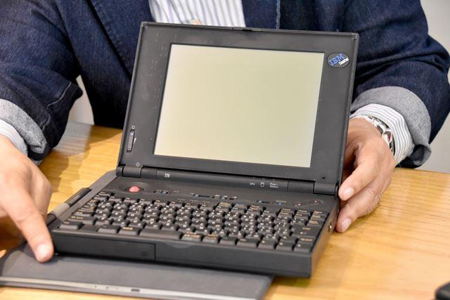 竹村氏の愛機「ThinkPad 220」。PCMCIAカードスロットを装備し、単3形乾電池で駆動する