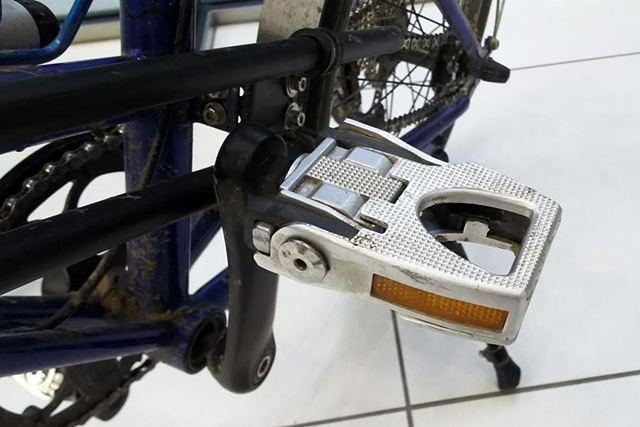 基本は折り畳み式自転車なので、ハンドルやペダルはコンパクトに格納できます