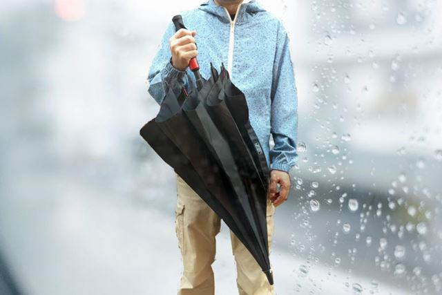 傘の持ち運びって、本当に不便……