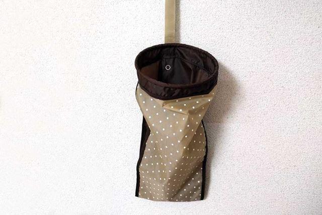 長さを約半分にして使うこともできるので、折り畳み傘にも対応しています