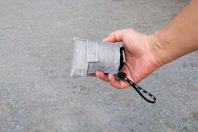 こんなにコンパクトに畳めるので、カバンに入れておきやすいです