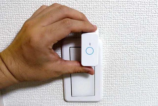 ここに貼り付けておけば、いい具合にスイッチを押してくれそうですが……