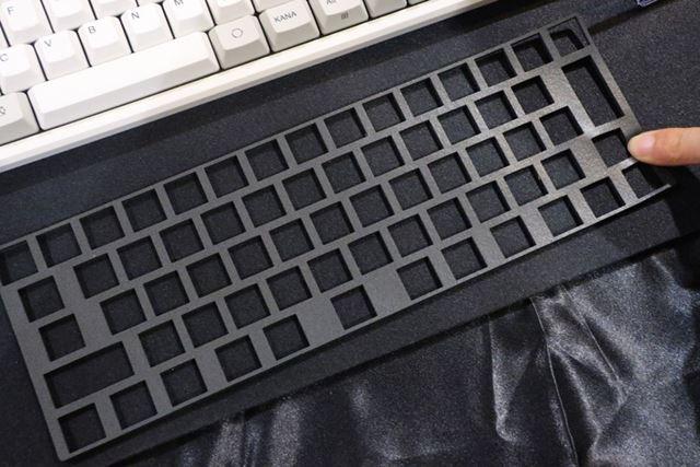 一体型キースペーサー。取り付けるためにはキーを外す必要がある