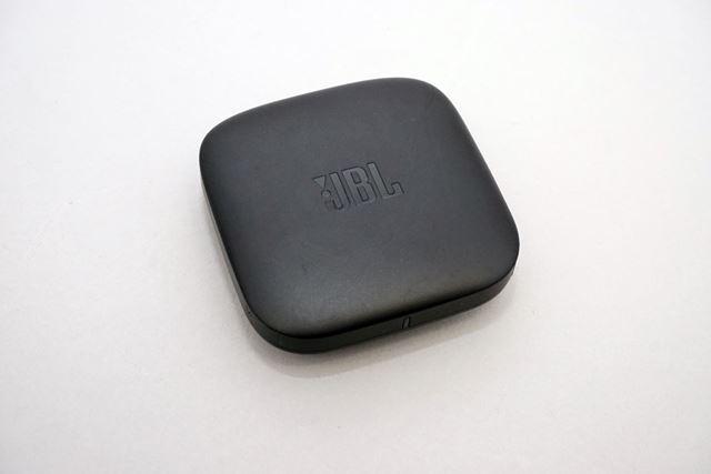 「SOUNDGEAR BTA」には、テレビ用Bluetooth送信機が付属