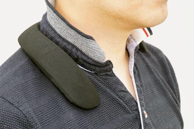 Bose「SoundWear Companion speaker」を装着したところ
