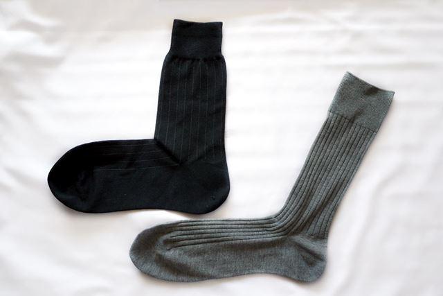 一般的な靴下(灰色)と比較してみました