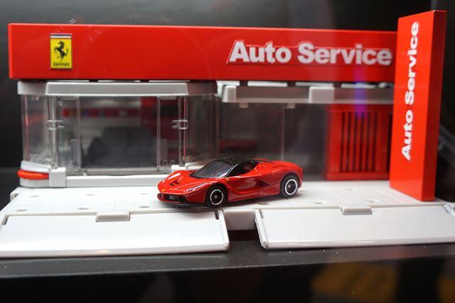 フェラーリショールーム。8月発売予定。2,500円(税別)