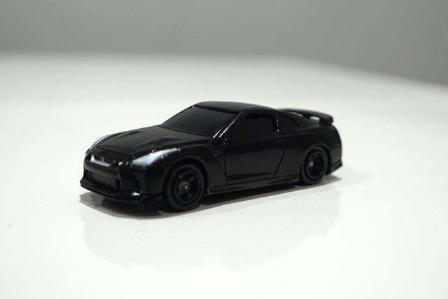 02 日産 GT-R メテオフレークブラックパール」