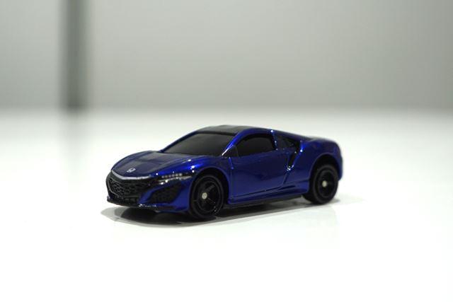 「03 ホンダ NSX ヌーベルブルー・パール」。別カラーの「カジノホワイト・パール」は撮影できなかった