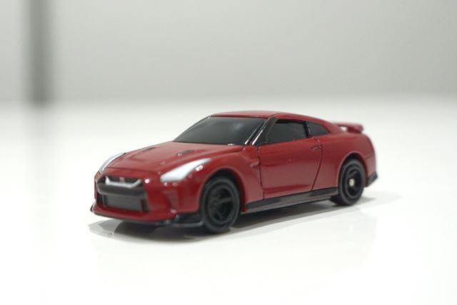 「01 日産 GT-R バイブラントレッド」