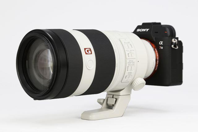 ソニー「FE 100-400mm F4.5-5.6 GM OSS」レンズと「α7 III」